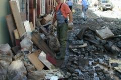 2002 - 14.08., Grimma, Mitarbeiter Emmrich als Ersthelfer