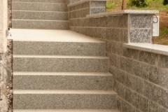 2015 - 1.3 Treppe aus Blockstufen Schlesischer Granit und Mauer mit Verblendern und Mauerabdeckung